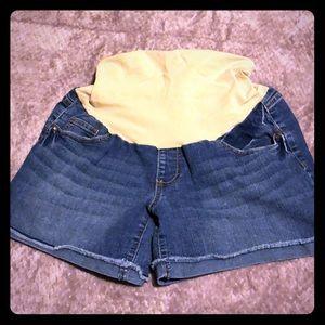 Full panel maternity shorts, size M